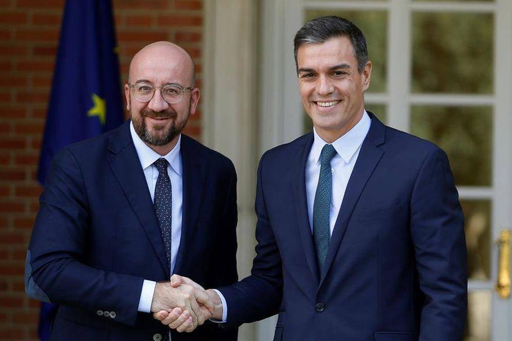 Foto: Pedro Sánchez recibe al presidente electo del Consejo Europeo, el belga Charles Michel, este 14 de noviembre en la Moncloa. (EFE)