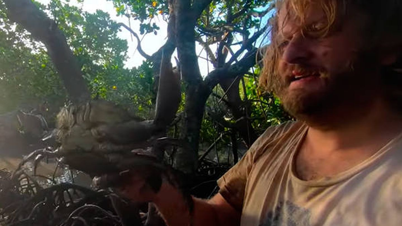 Nick Kilvert, junto a uno de los cangrejos que capturó durante su aventura (Foto: YouTube)