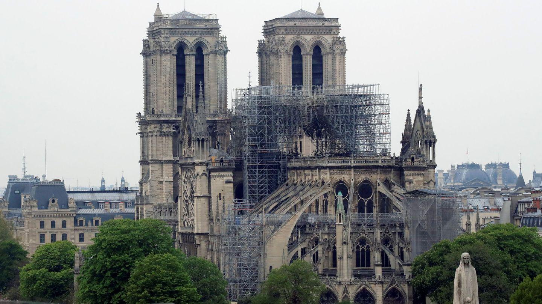 Notre Dame amanece medio derruida tras el incendio. (Reuters)