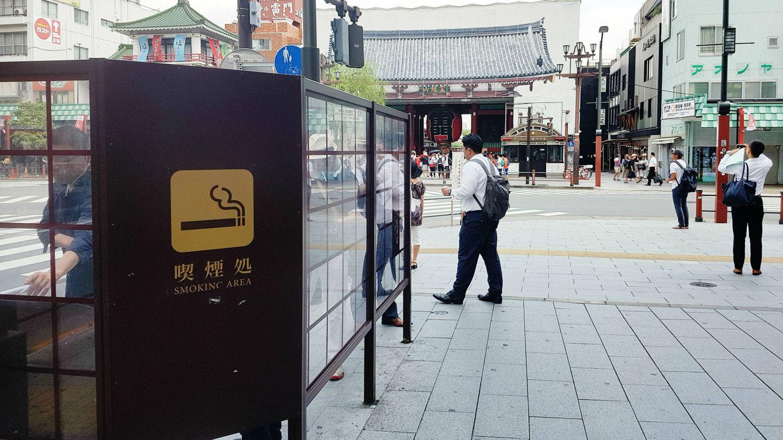Smokin Area en una calle de Tokio. (A.O.)