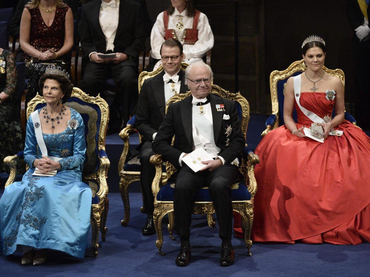 Foto: Los reyes de Suecia y la heredera del trono, en los Nobel de 2014. (EFE)