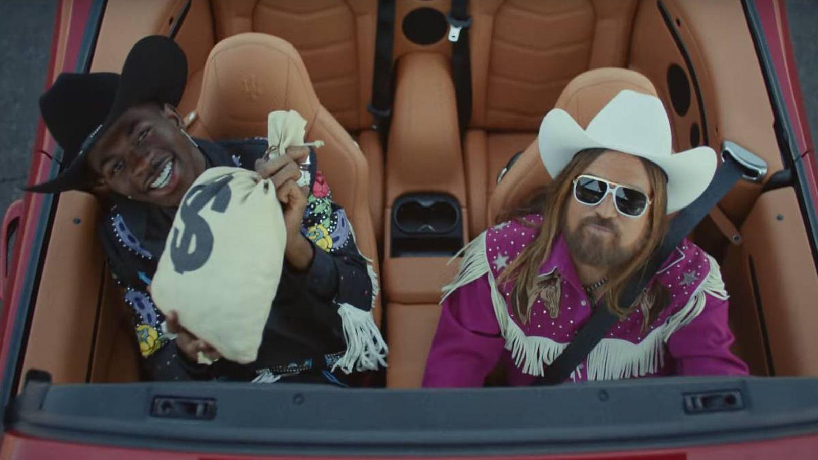 Foto: Un fotograma del videoclip de 'Old Town Road', de Lil Nas X y Billy Ray Cyrus