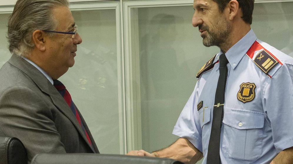 Foto: El ministro Zoido junto al recién nombrado 'major' de los Mossos, Ferrán López. (EFE)