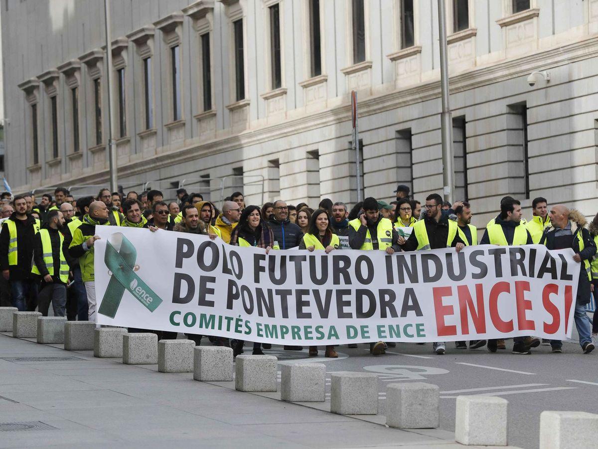Foto: Trabajadores de ENCE (EFE)