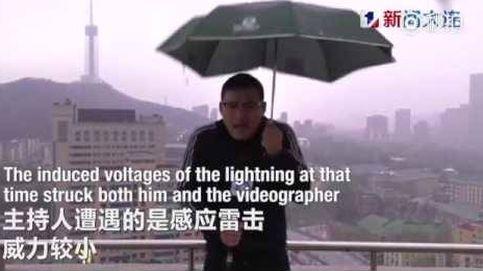 El hombre del tiempo chino que fue alcanzado por un rayo