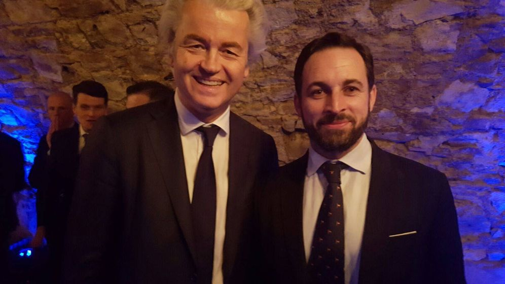 Foto: El líder del partido holandés FPÖ, Geert Wilders, con el presidente de VOX, Santiago Abascal. (VOX)