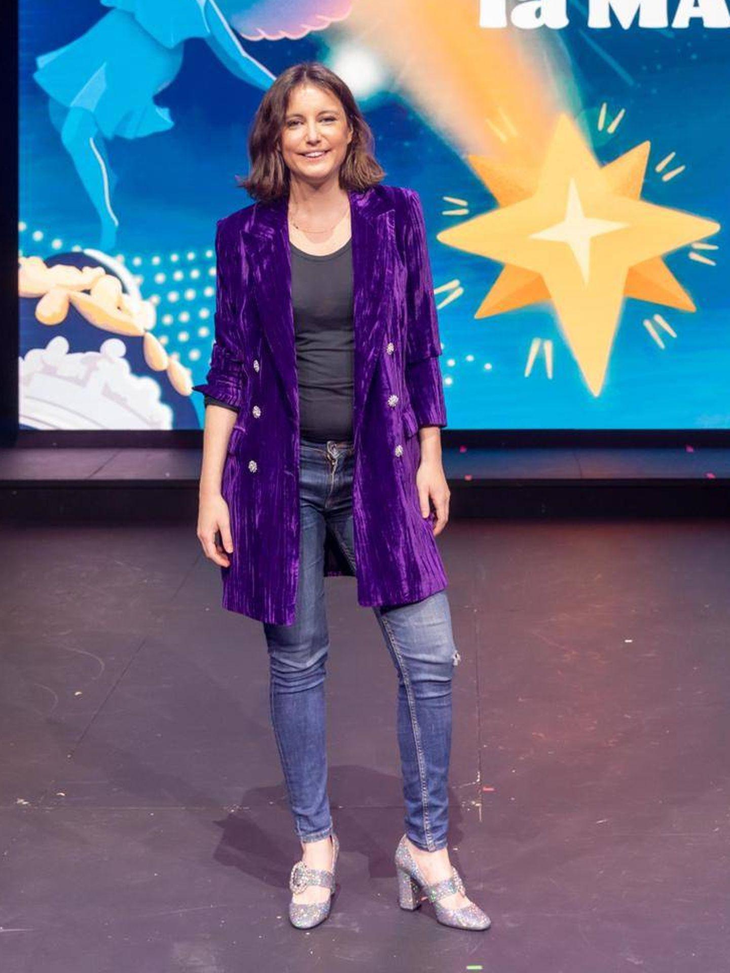 Andrea Levy posa con sus zapatos nuevos. (Cortesía)