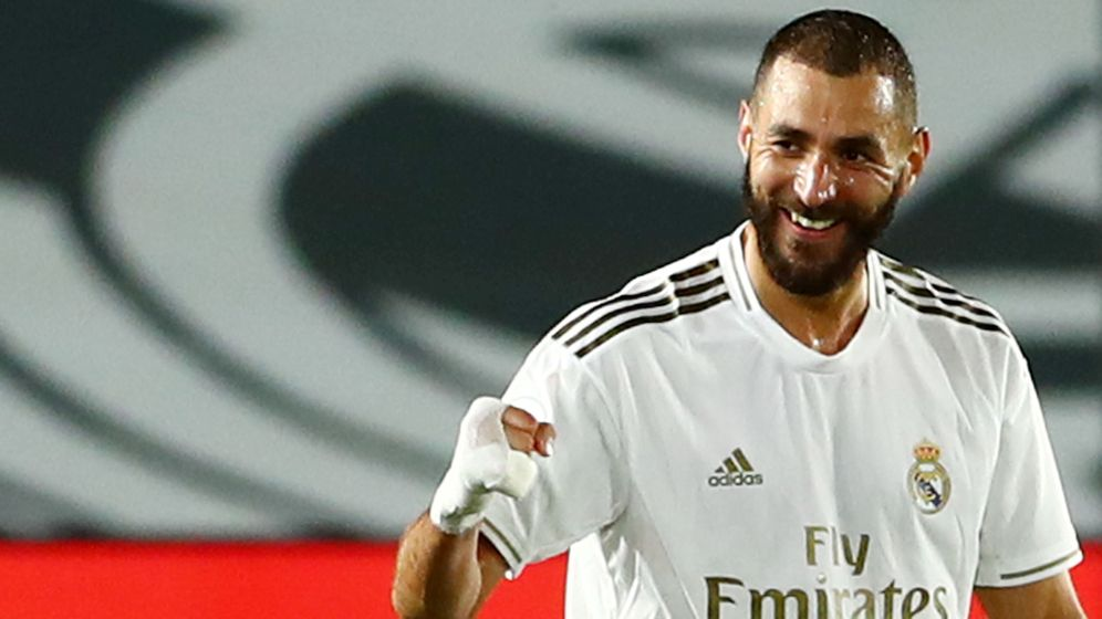 Foto: Karim Benzema celebra un gol marcado en el partido entre el Real Madrid y el Valencia. (Efe)