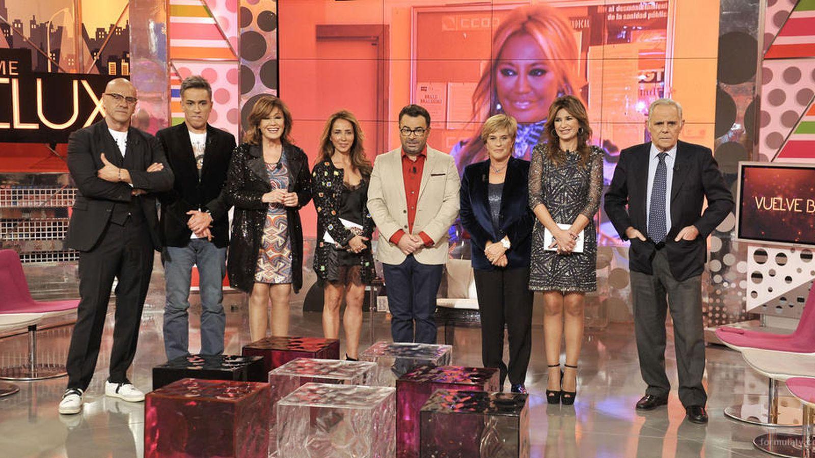 Foto: Jorge Javier Vázquez junto algunos colaboradores del 'Deluxe'