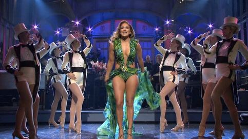 Hablemos de los lookazos de JLo en 'Saturday Night Live'