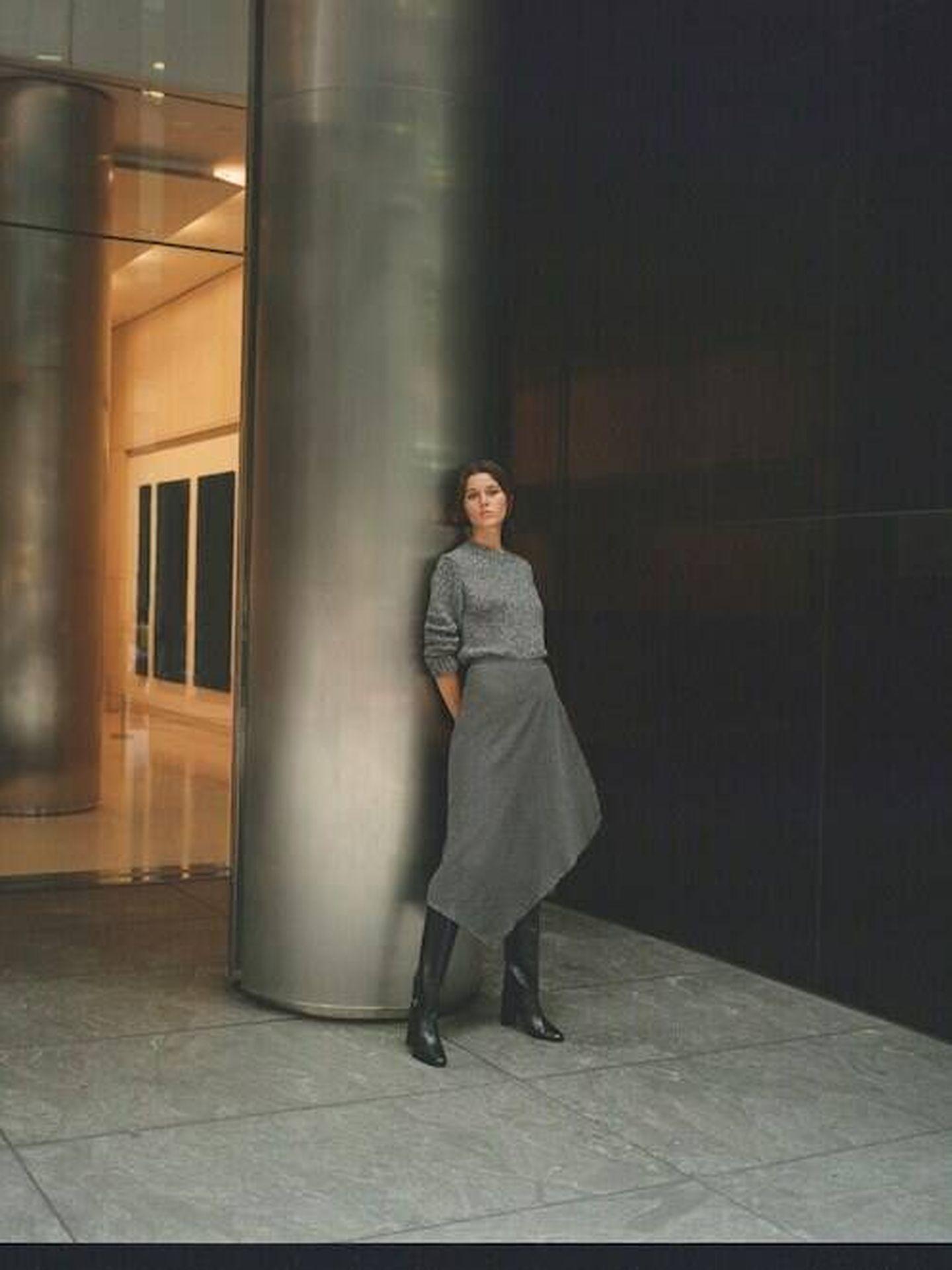 La falda gris de Massimo Dutti. (Cortesía)