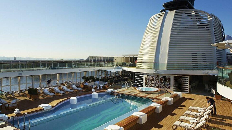 Una de las piscinas del crucero. (The World)