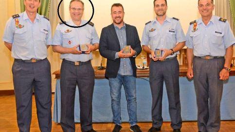 El piloto Carmona 'vuelve' a la Academia del Aire tras dejar la primera línea política