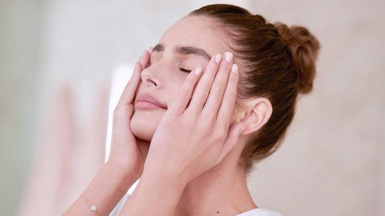 El primer se aplica sobre la piel limpia, tras el tratamiento y antes del maquillaje. (Lancôme)
