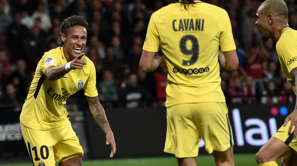 Foto: Neymar y Cavani celebran un gol con el PSG en la Ligue 1. (Reuters)