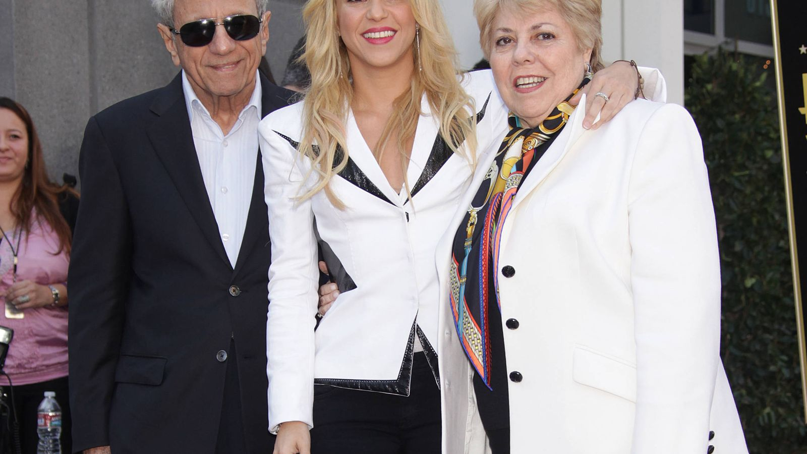 Foto: La cantante Shakira junto a sus padres en una imagen de archivo. (Gtres)