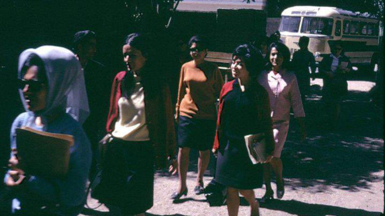 Un ejemplo de la moda de Kabul durante la década de los sesenta.