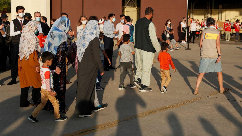 Varios evacuados afganos. (EFE)
