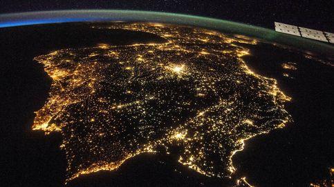 La luz baja un 1,8% tras cuatro días de récord y se sitúa en 137,7 euros