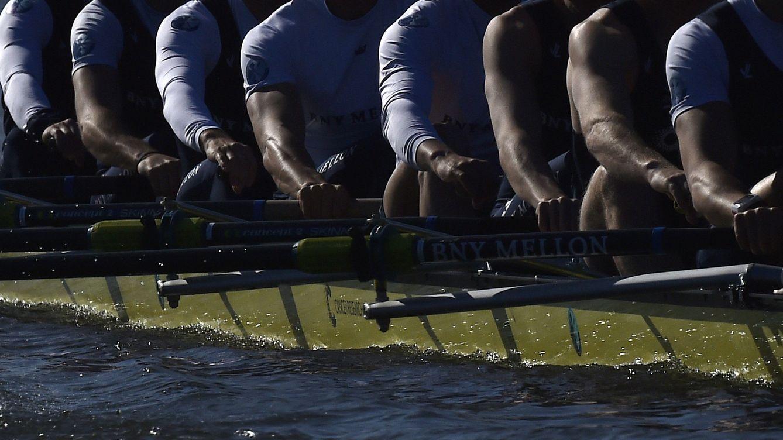 Foto: Los remeros de Oxford practican antes de la regata (Reuters).