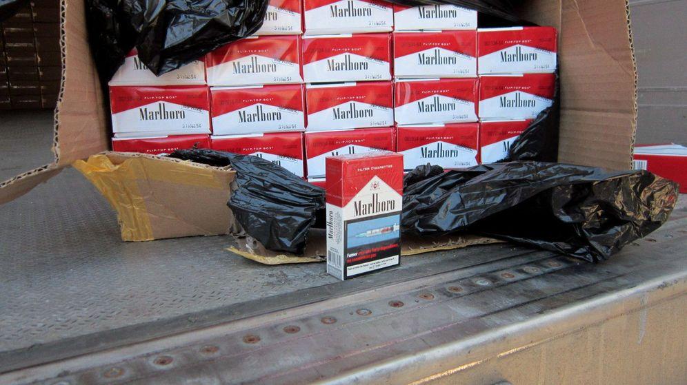 Foto: La Agencia Tributaria y la Guardia Civil intervienen cajetillas de tabaco de contrabando. (EFE)