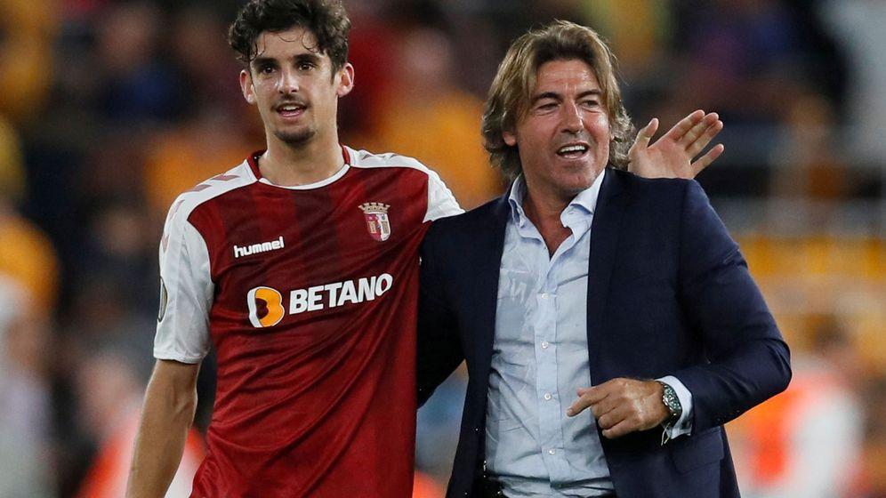Foto: Francisco Trincao, junto a su entrenador en el Braga, Ricardo Sa Pinto, en la Europa League. (Reuters)