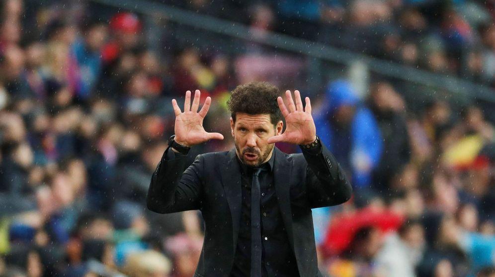 Foto: Diego Simeone durante el Barcelona - Atlético. (EFE)