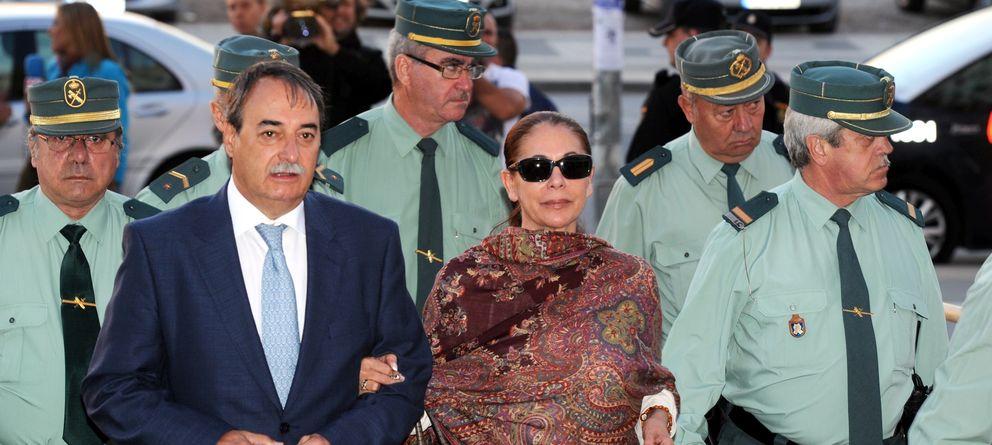 Foto: La tonadillera Isabel Pantoja a su llegada a los Juzgados de Málaga en 2012 (Gtres)
