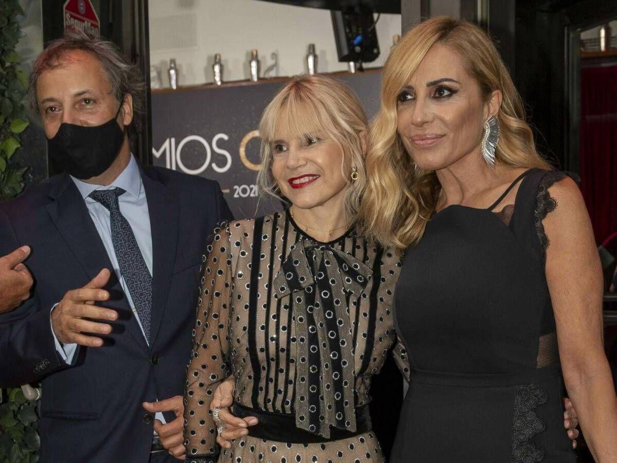 Foto: Eugenia Martínez de Irujo posa junto a Marta Sánchez en los Chicote 2021. (CP)