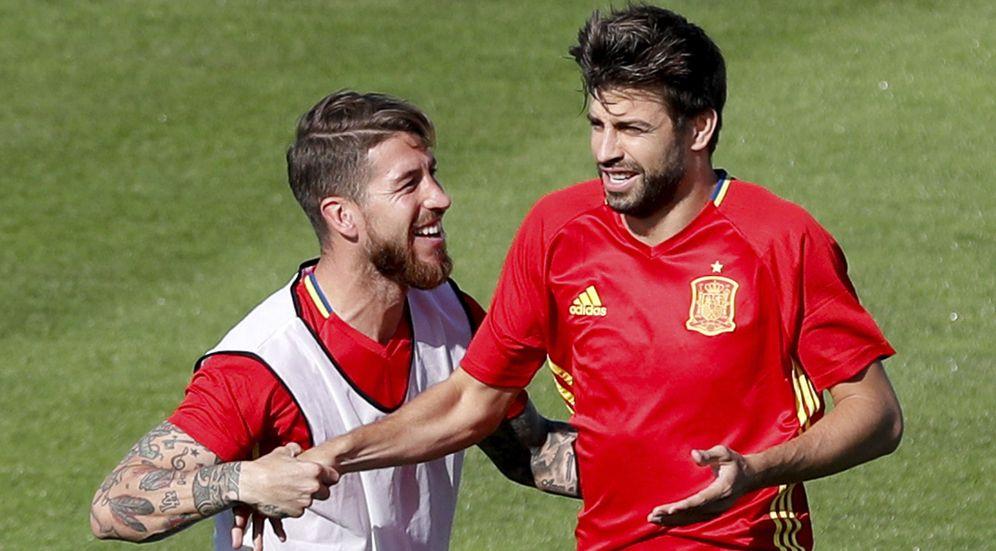 Foto: Sergio Ramos y Piqué, durante un entrenamiento Selección española. (EFE)