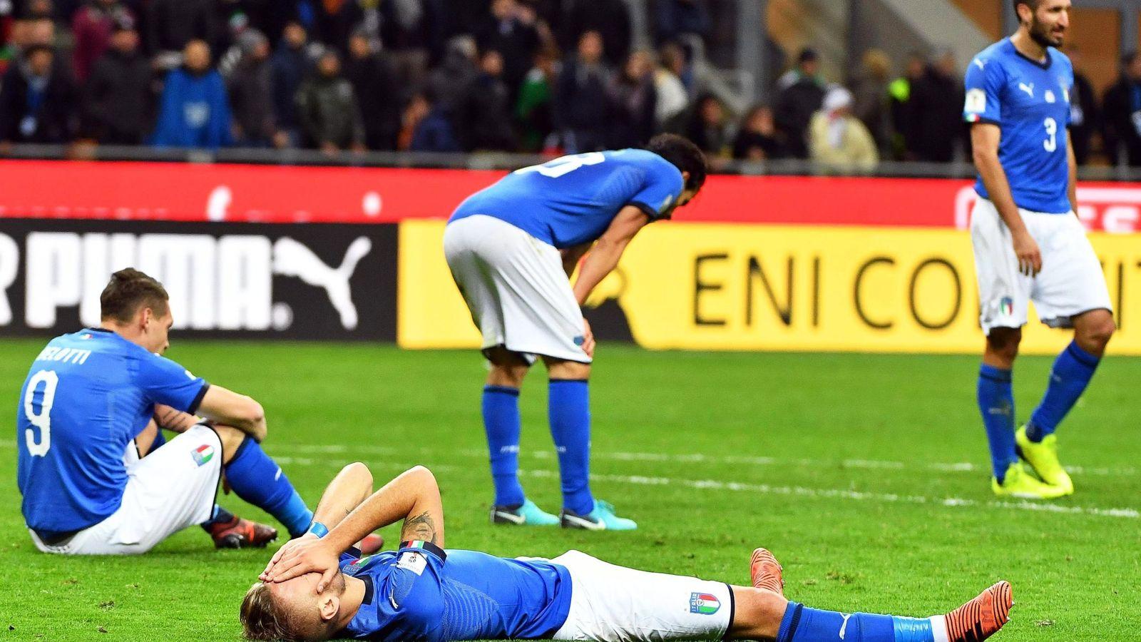 Foto: Los jugadores de Italia, desolados tras saber que no jugarán el Mundial de Rusia. (EFE)