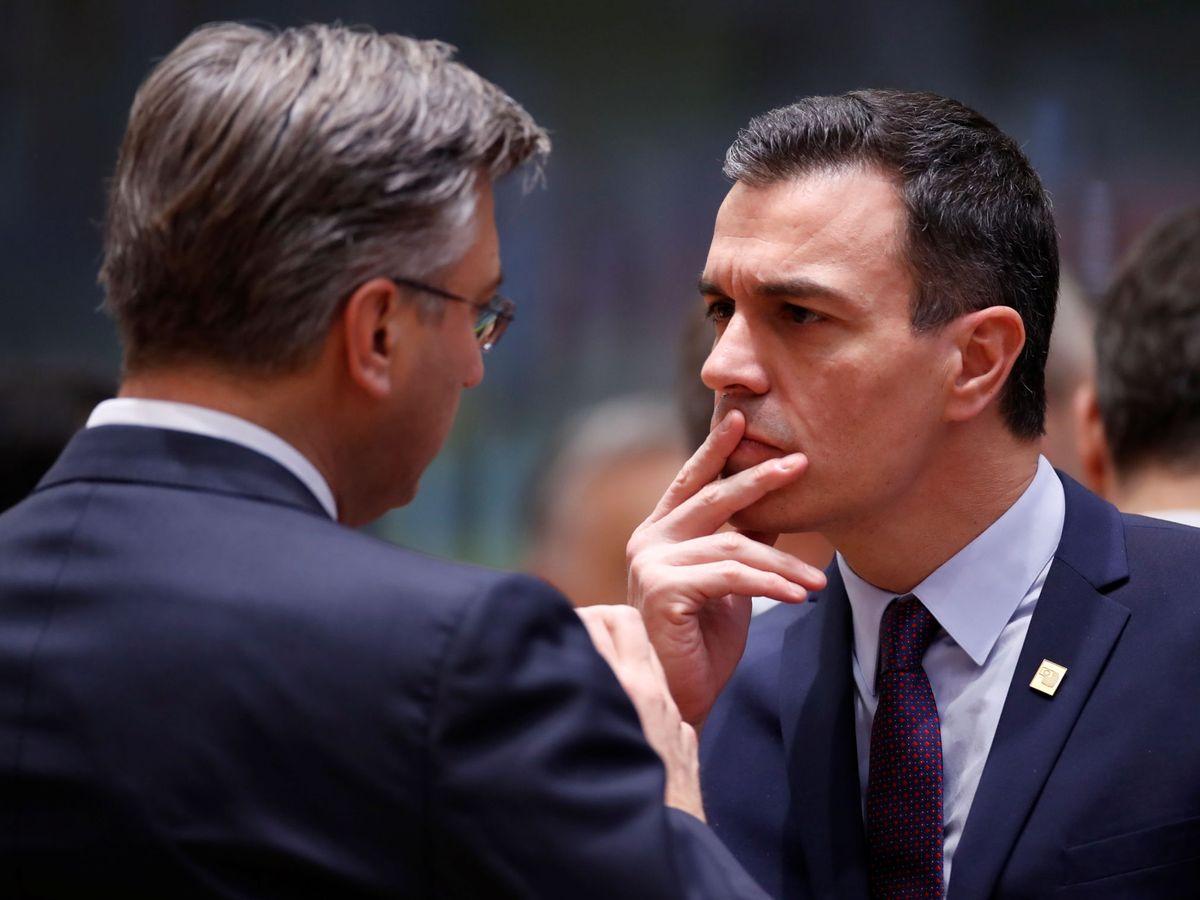 Foto: Pedro Sánchez habla con el primer ministro croata, Andrej Plenkovic. (Reuters)