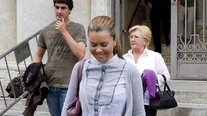 María José Campanario con Jesulín de Ubrique y su madre, Rosario Torres, en una imagen de archivo. (EFE)