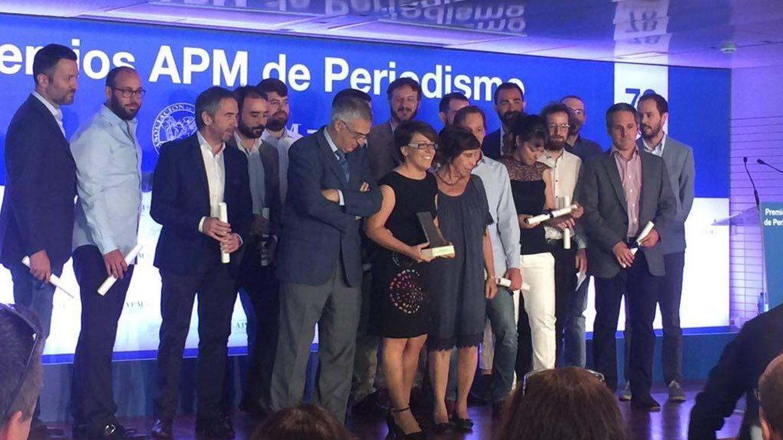 Foto: El Confidencial recoge el premio a mejor periodista del año de la APM por los papeles de Panamá