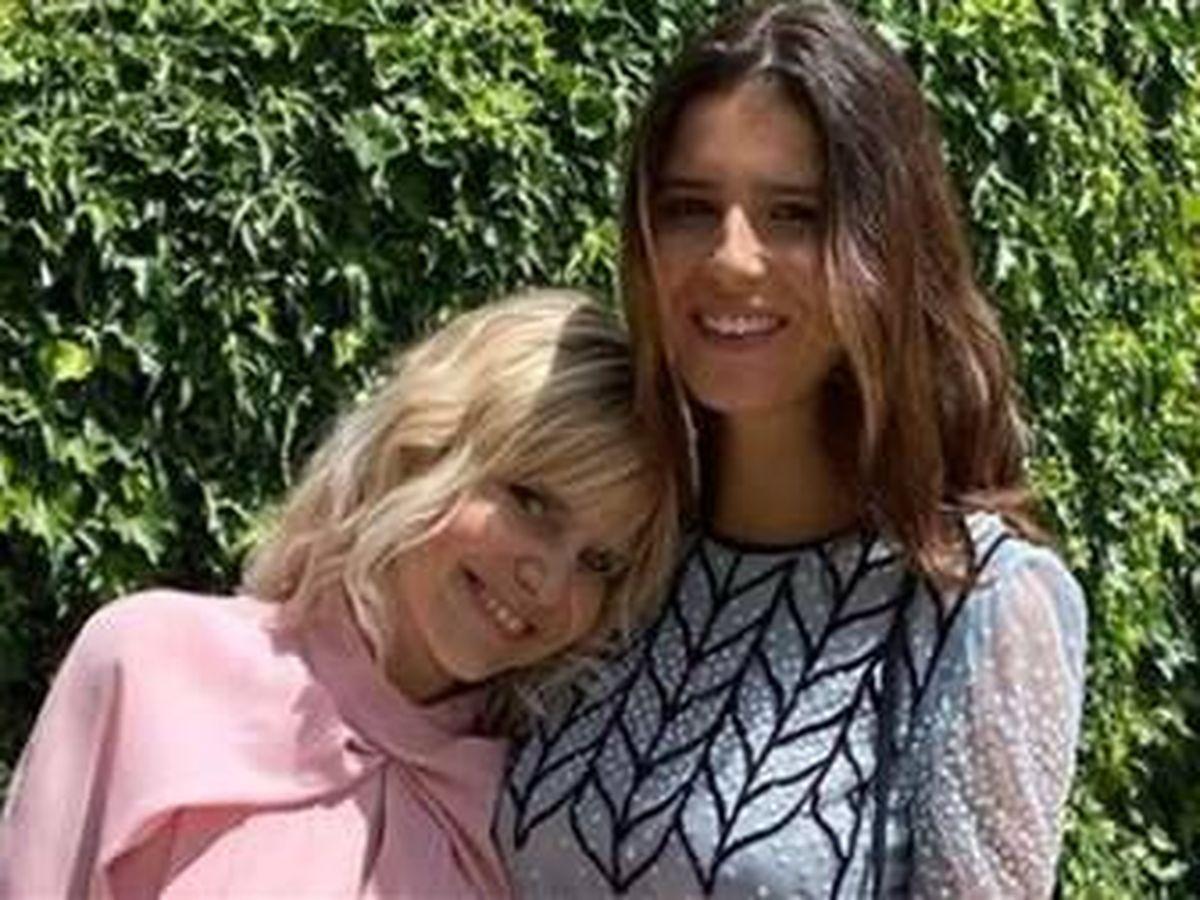 Foto: Eugenia Martínez de Irujo, en la boda de su sobrino Carlos Fitz-James, junto a su hija Tana. (IG)