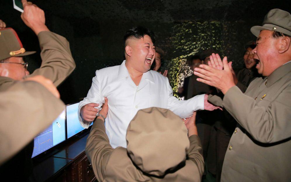 Foto: El líder norcoreano Kim Jong-un supervisa un ejercicio militar. (Reuters)