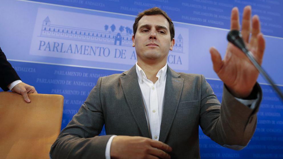 Rivera se queda solo: Sánchez avanza hacia la izquierda y Rajoy le rechaza