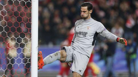 Sergio Rico y su insostenible situación en el Sevilla por el pulgar de la afición
