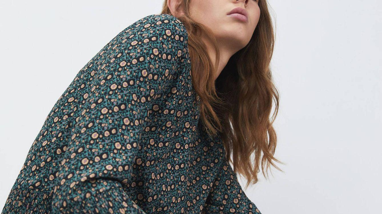 La nueva blusa low cost de Sfera disponible en tres estampados será tu favorita del otoño