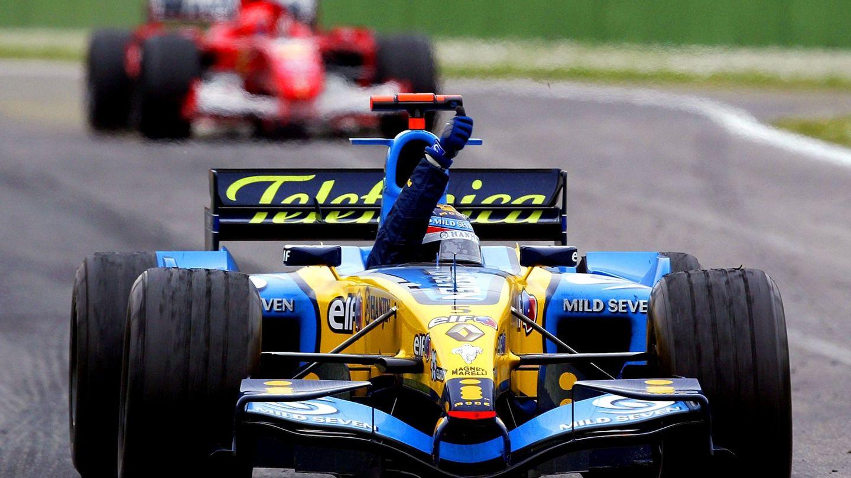 Fernando Alonso celebra su triunfo en Ímola en 2005. (Archivo)