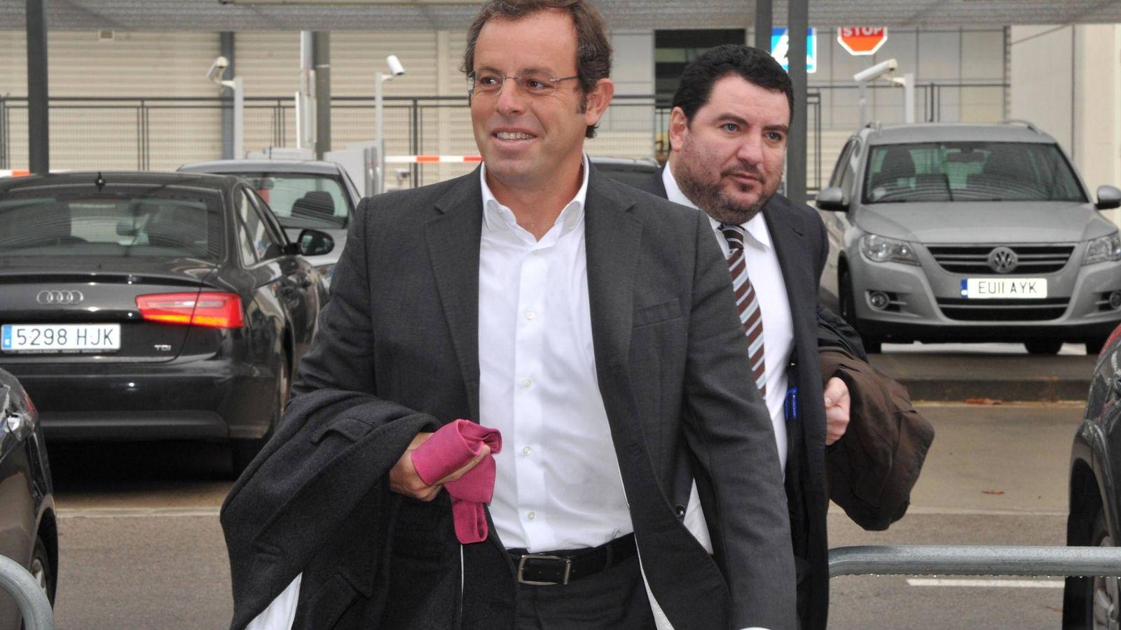 Foto: El expresidente del FC Barcelona Sandro Rosell y el empleado del club Juanjo Castillo. (EP)