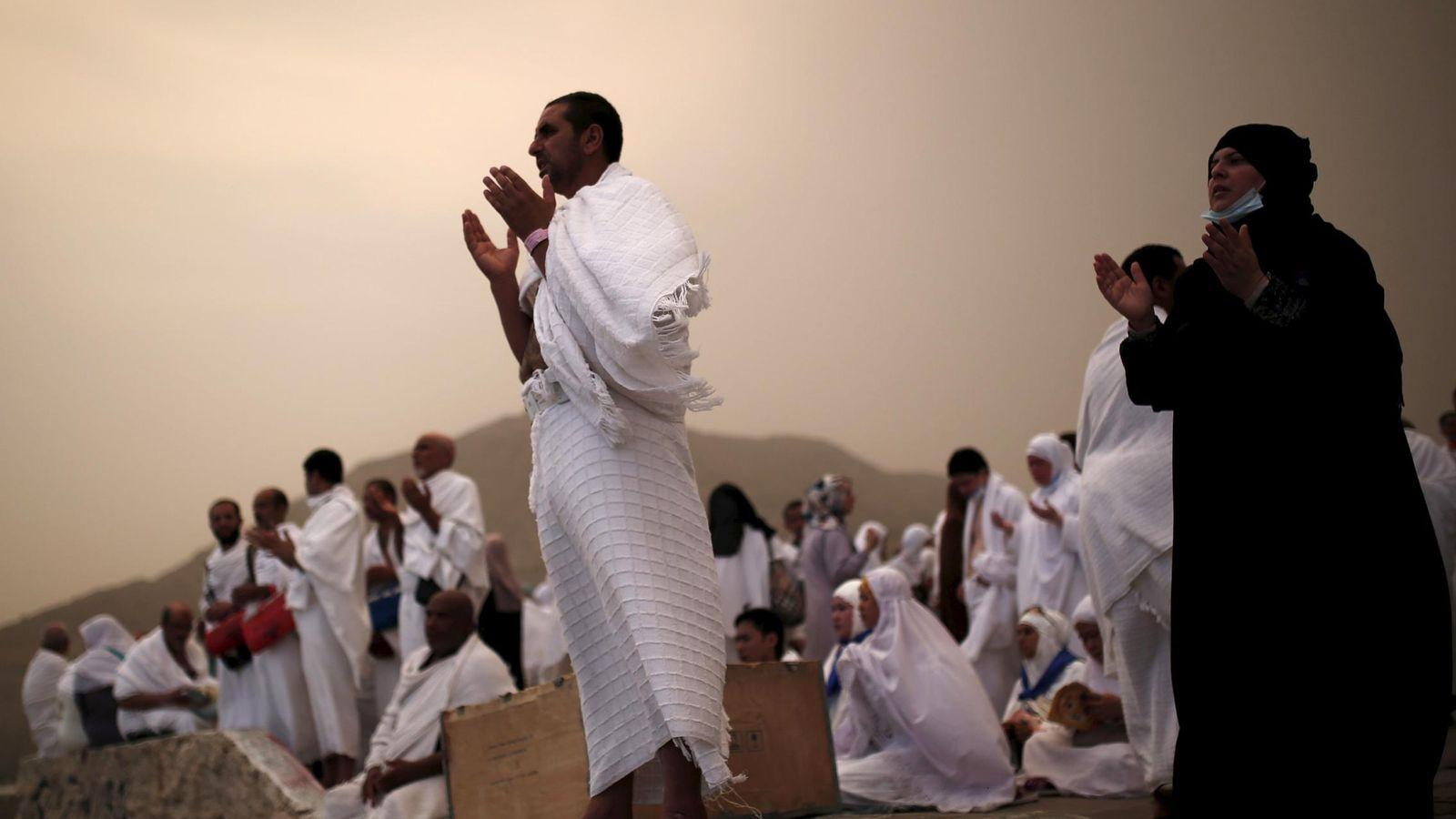 Foto: Peregrinos musulmanes rezan durante la peregrinación anual del Haj, en las afueras de la Meca, en septiembre de 2015. (Reuters)