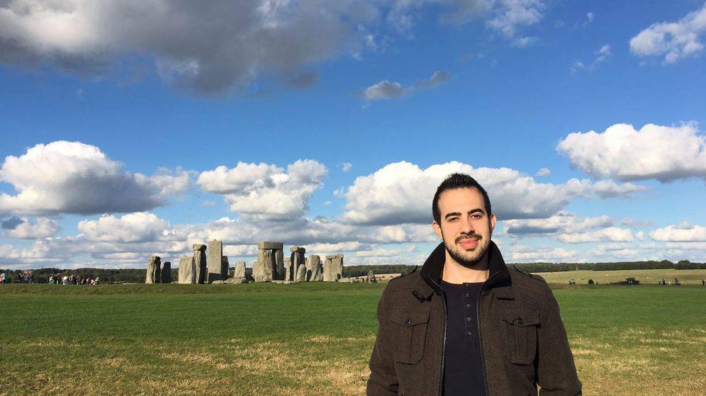 Foto: Javier García Pajares en Stonehenge, Reino Unido. (Cedida)