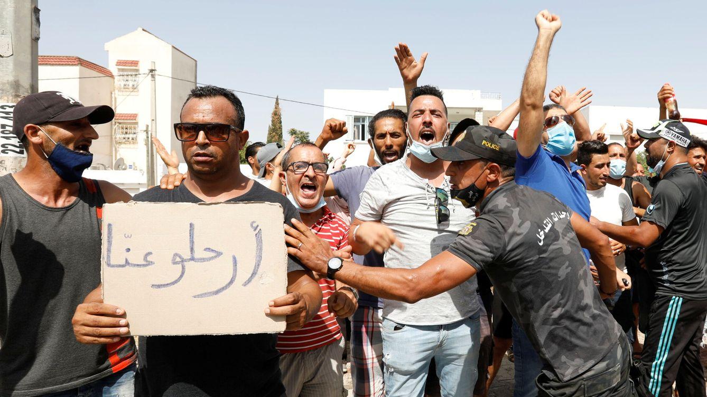 Foto: Manifestaciones en Túnez en favor del presidente Said. (Reuters)
