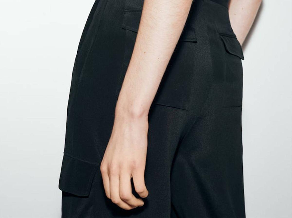 Foto: Pantalones fluidos de Massimo Dutti. (Cortesía)