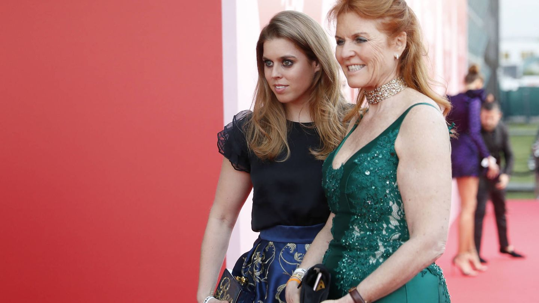 Con su madre, Sarah Ferguson. (Getty)