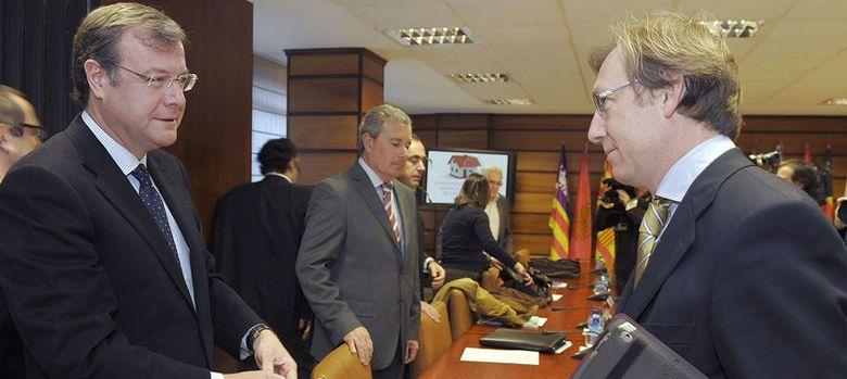 Foto: El director general del Ivima, Juan Van-Halen (d). (EFE)