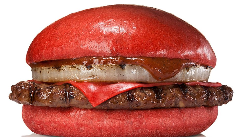 Burger King lanza una hamburguesa roja en Japón