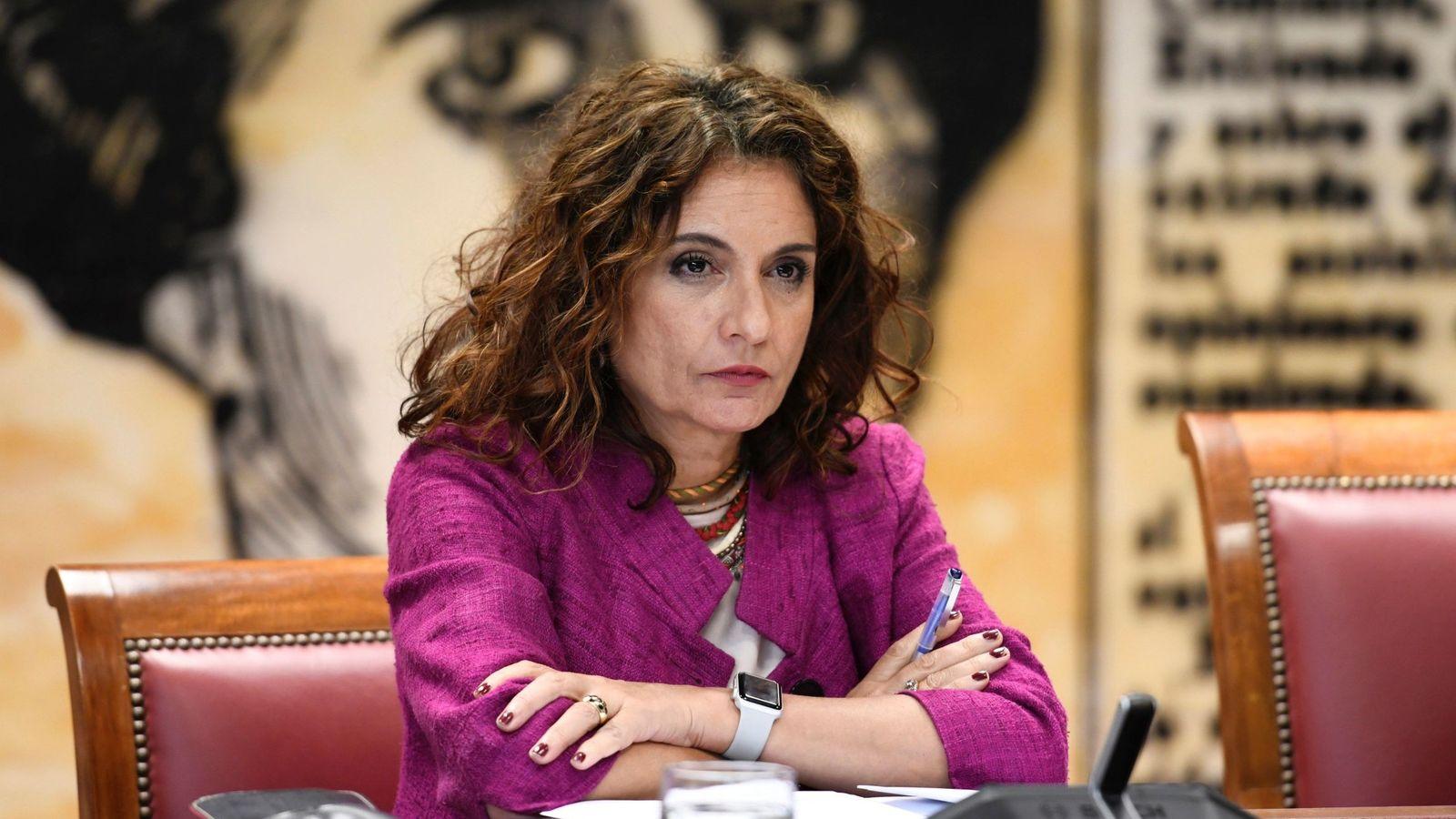 Foto: La ministra de Hacienda María Jesús Montero, durante su comparecencia este jueves en el Senado. (EFE)