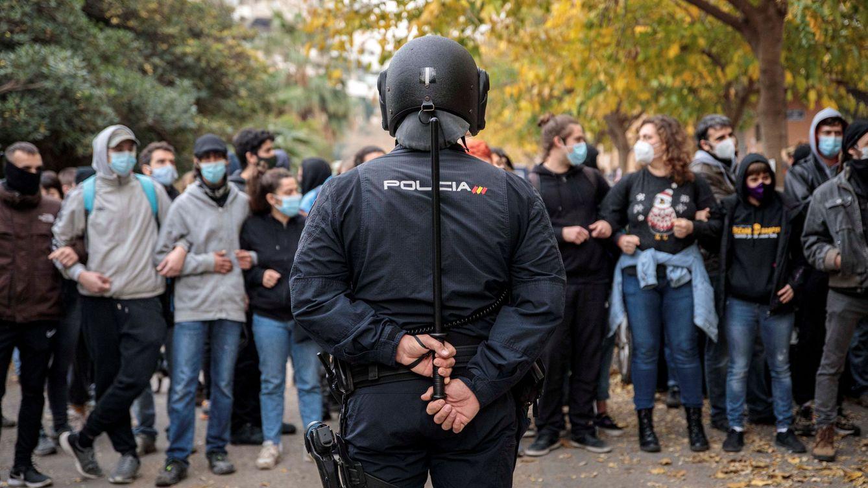 Las opositoras se quedan fuera de la Policía por un centímetro de estatura
